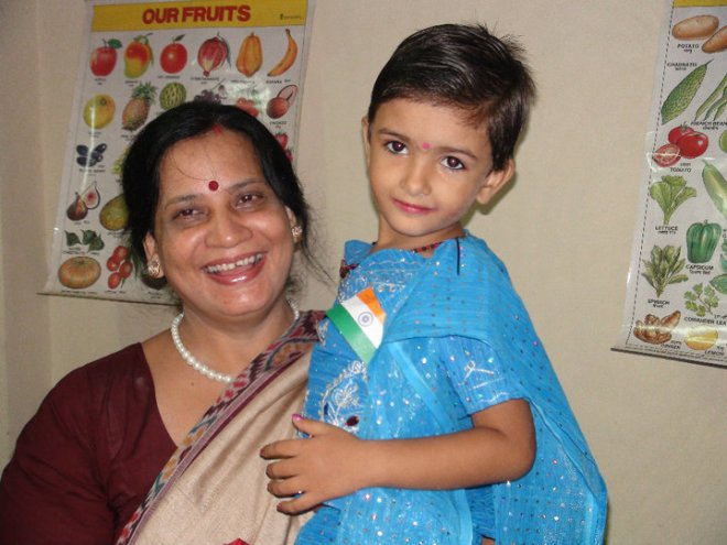 Mom with a cute little girl from Nanha Ahsaas, a school for the under-privileged